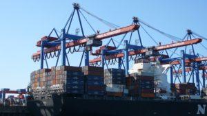 Kräne im Container-Hafen
